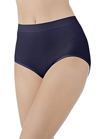 e53fcf9ce806 Vanity Fair Women's Smoothing Comfort Seamless Brief Panty 13264 at Amazon  Women's Clothing store: