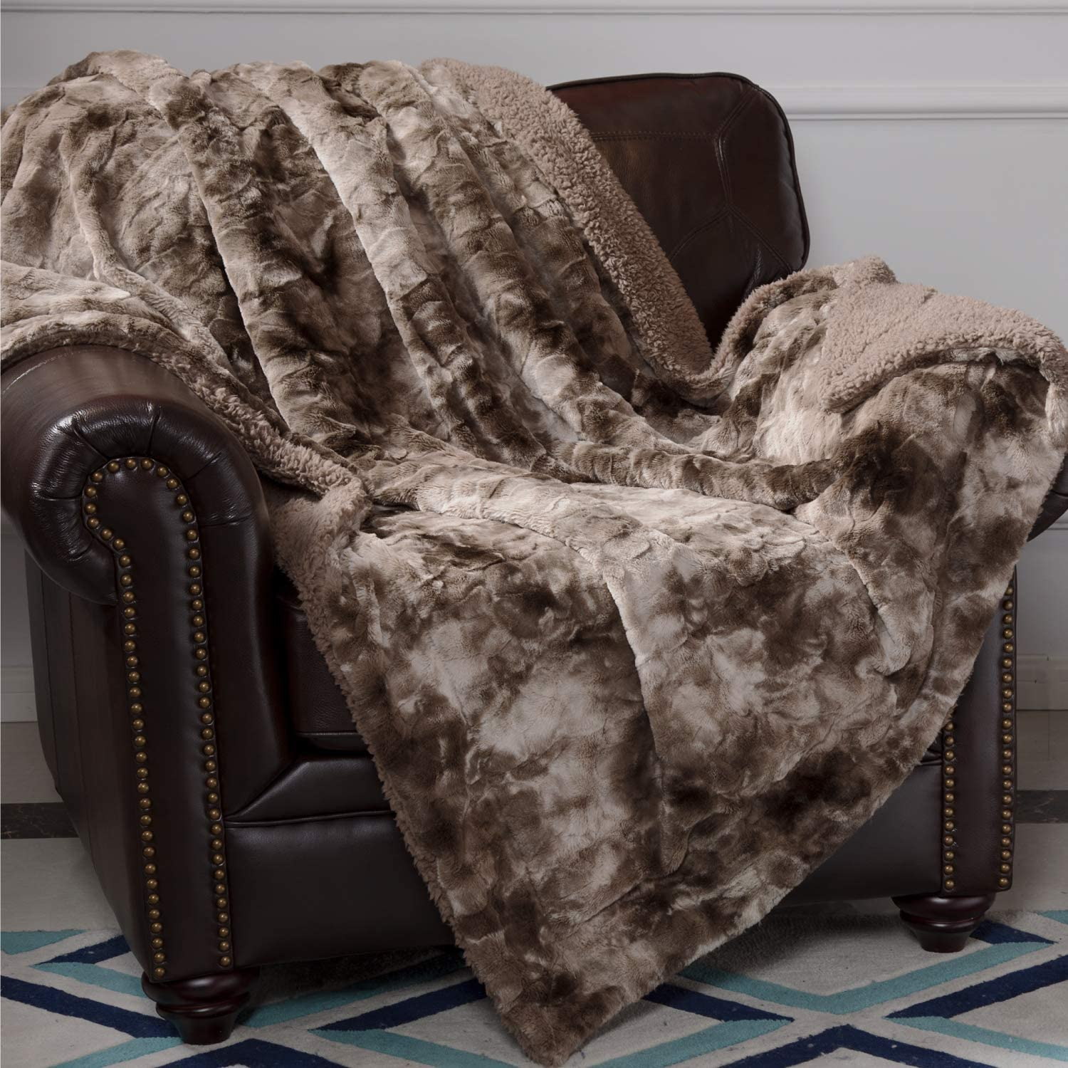 Bedsure Faux Fur Reversible Tie-dye Sherpa Throw Blanket for Sofa, Couch and Bed - Super Soft Fuzzy Fleece Blanket for Outdoor, Indoor, Camping, Gifts (60x80 inches, Chocolate)