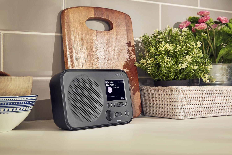 Spotify Connect, m/ás de 25.000 emisoras de radio, alarma, temporizador de cocina, pantalla TFT a color de 2,8 pulgadas Negro Pure Internet radio Elan IR5 con Bluetooth