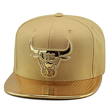 reputable site 9f3af ac932 Mitchell   Ness Mens Chicago Bulls Metallic Foil Adjustable Snapback Hat,  ...