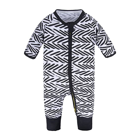 e155399645c BIG ELEPHANT Baby Boys 1 Piece Long Sleeve Sleepwear Graphic Print Zipper  Romper Black Zipper T79-73 3-6 Months  Amazon.in  Clothing   Accessories