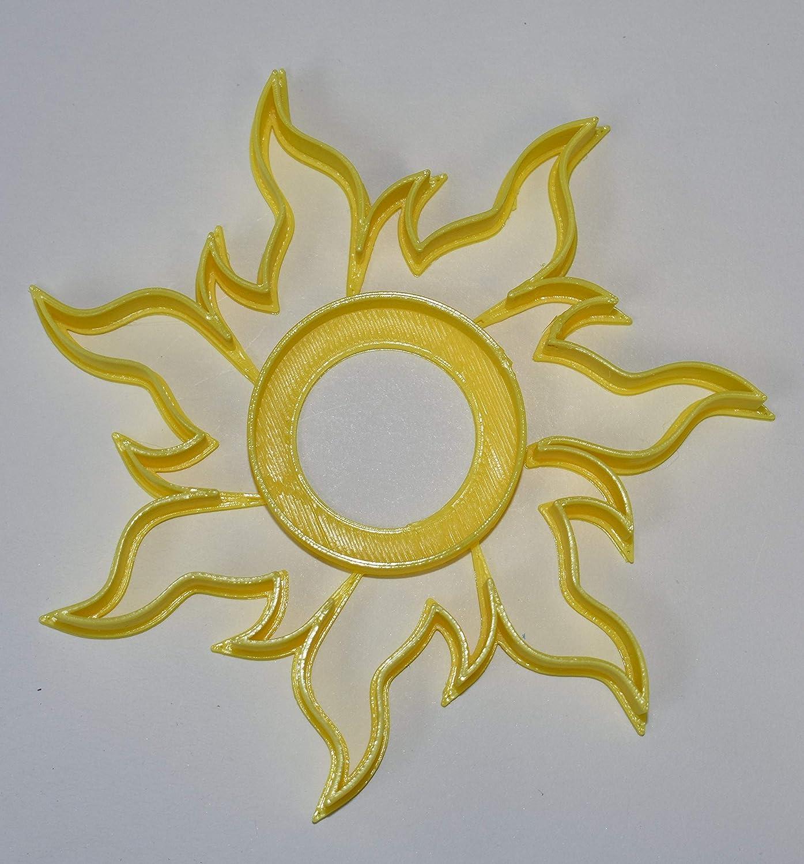 Amazon Com Tangled Sun Rapunzel Symbol Hope Light Cookie Cutter Fondant Baking Tool Usa Pr598 Kitchen Dining