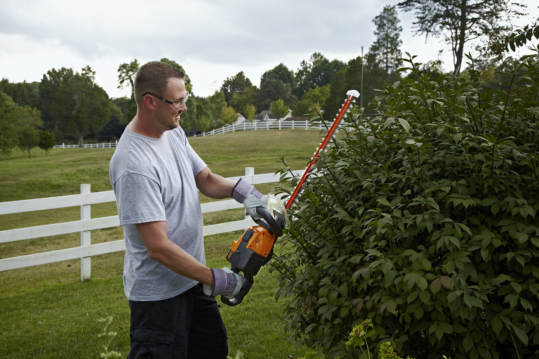 WORX WG291 56V Lithium-Ion Cordless Hedge Trimmer, 24-Inch, Battery and Charger Included by Worx (Image #6)