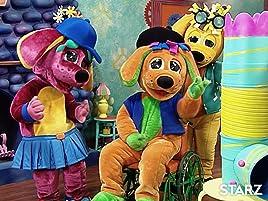 Además, Razzles aprende a a mezclar los colores para crear el cuadro perfecto que le enviarán a la abuela Fluffy.