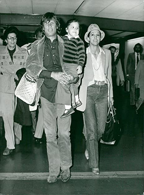 Amazon vintage photo of kris kristofferson and rita coolidge vintage photo of kris kristofferson and rita coolidge with their daughter casey when they arrive for altavistaventures Gallery