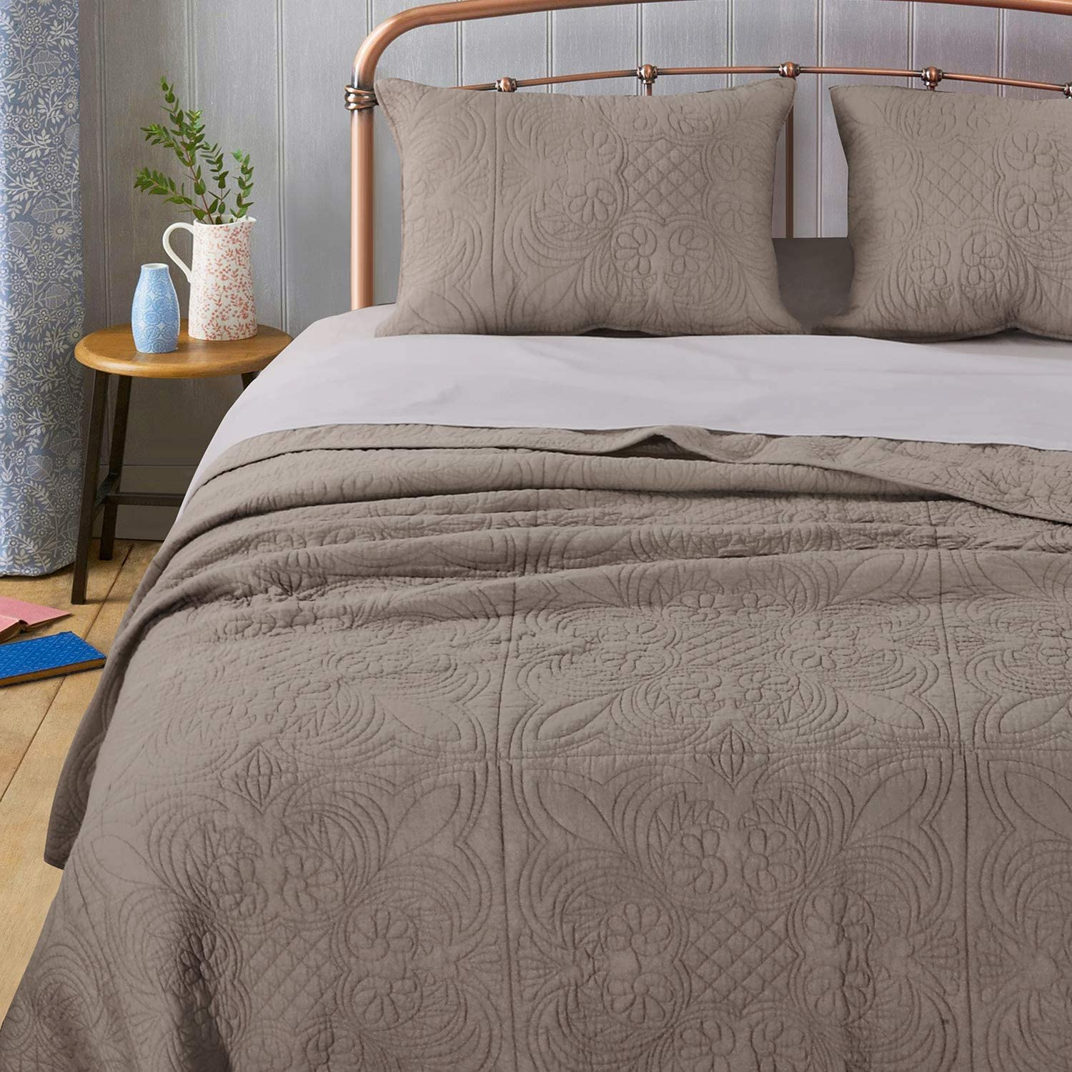 Amazon Com Barefoot Bungalow Lucinda Quilt Set Twin Taupe Home Kitchen