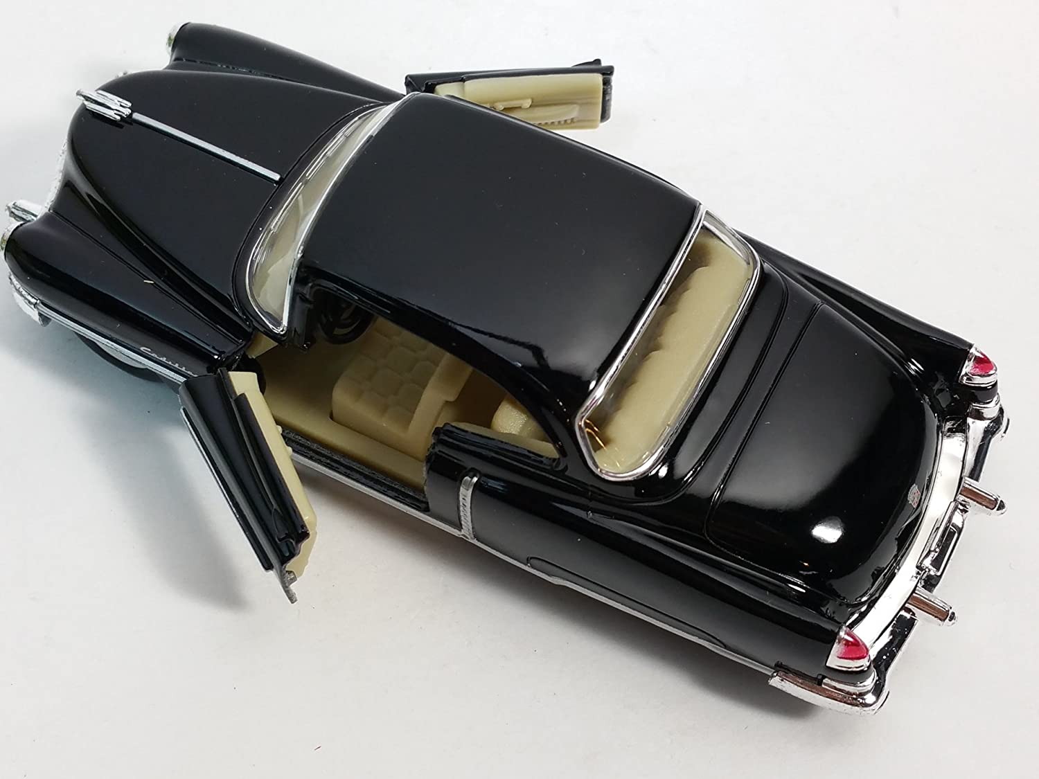 Kinsmart 1953 Cadillac Series 62 Black 2 Door Coupe 1//43 O Scale Diecast Car