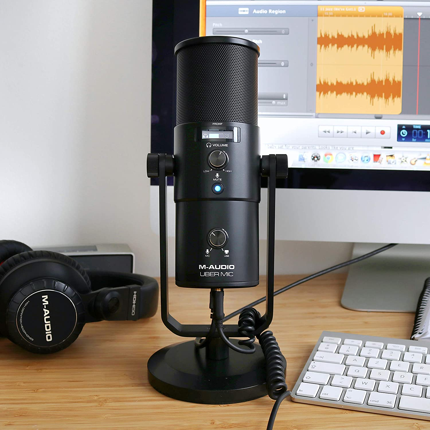 M-Audio Uber Mic USB Podcast Microphone with Headphone Output