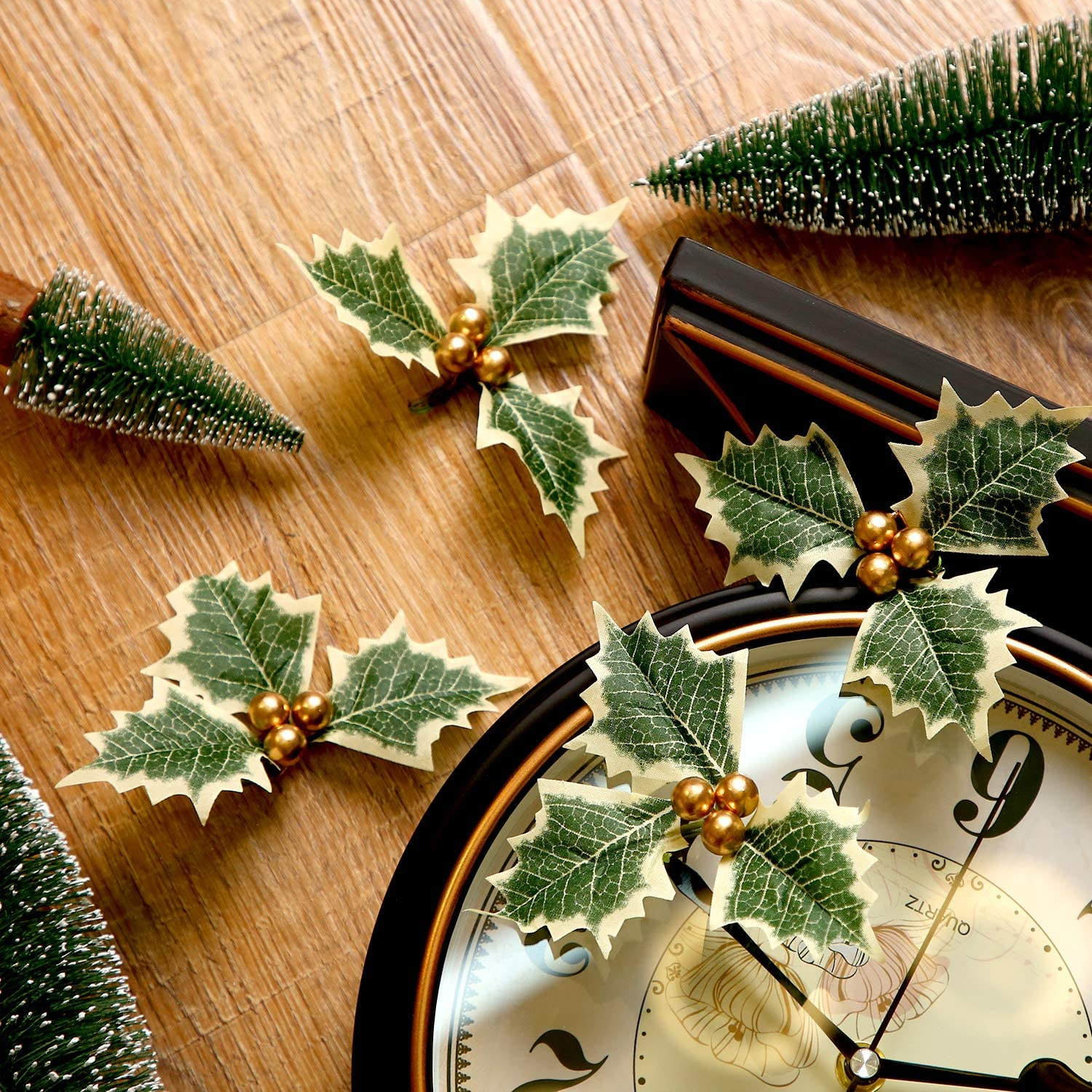 Gold Pangda 30 Pieces Artificial Holly Berry with Green Leaves for Christmas Wreath Arrangement Cake Toppers Craft Wedding Party Decorations