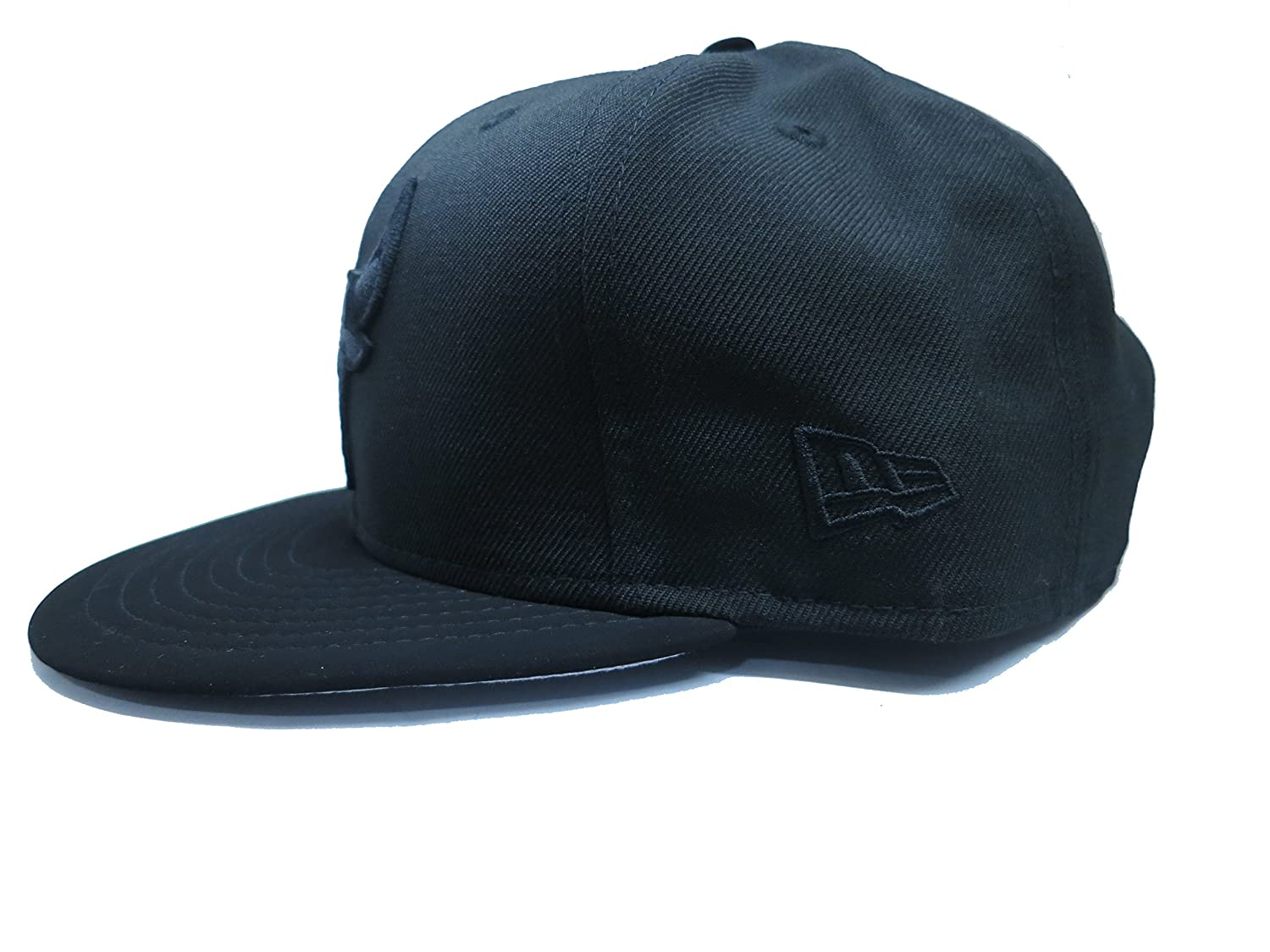 cbab142bf0b New Era Chicago Bulls Snapback Cap With Suede Visor by (Black) at Amazon  Men s Clothing store