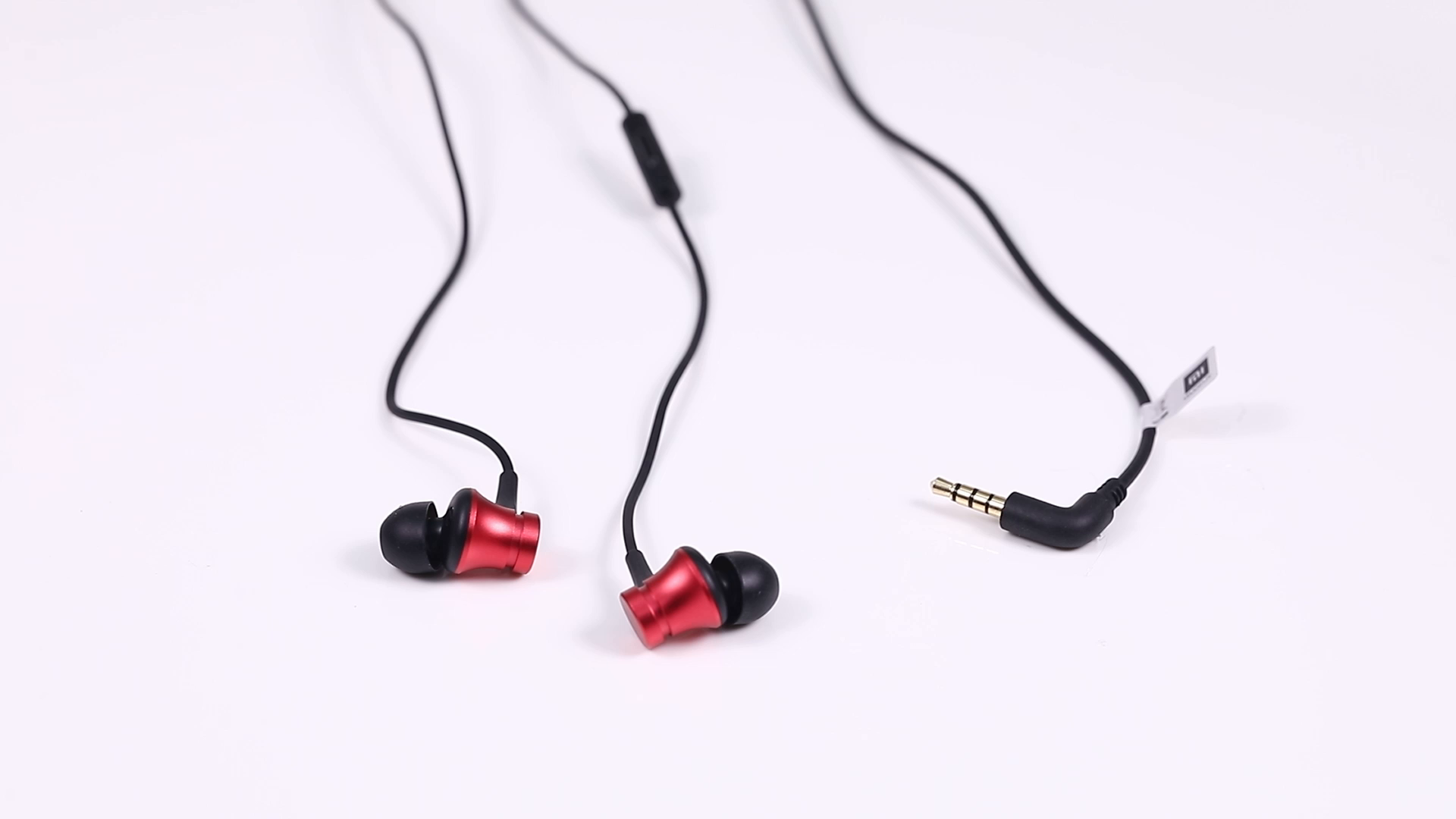 The looking of the Xiaomi Basic earphone with mic and best earphone in 2019. with Black in color.