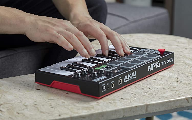 MPK Mini Play:電池駆動