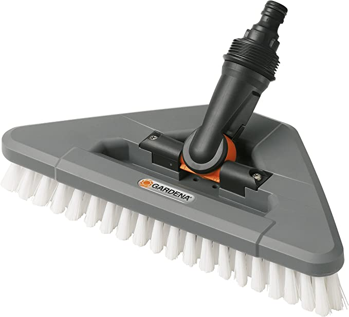 Escobillón articulado GARDENA: cepillo de limpieza conductor de agua con articulación, para limpiar esquinas (5562-20)