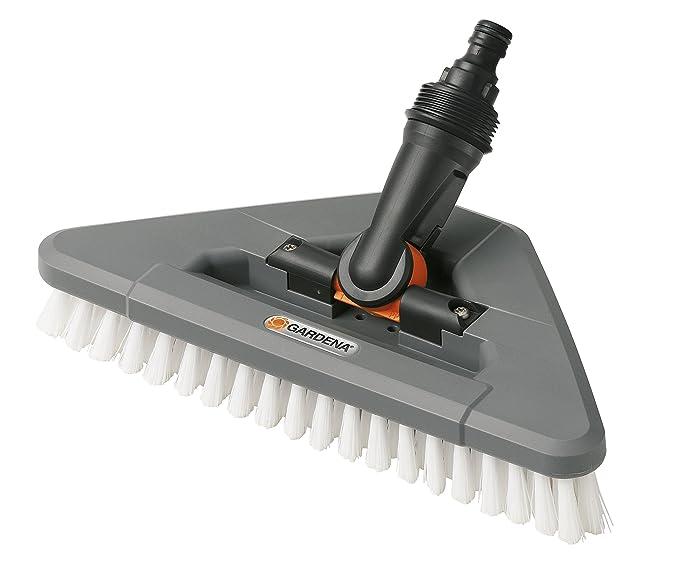 Escobillón articulado GARDENA: cepillo de limpieza conductor de agua con articulación, para limpiar esquinas (5562-20): Amazon.es: Jardín