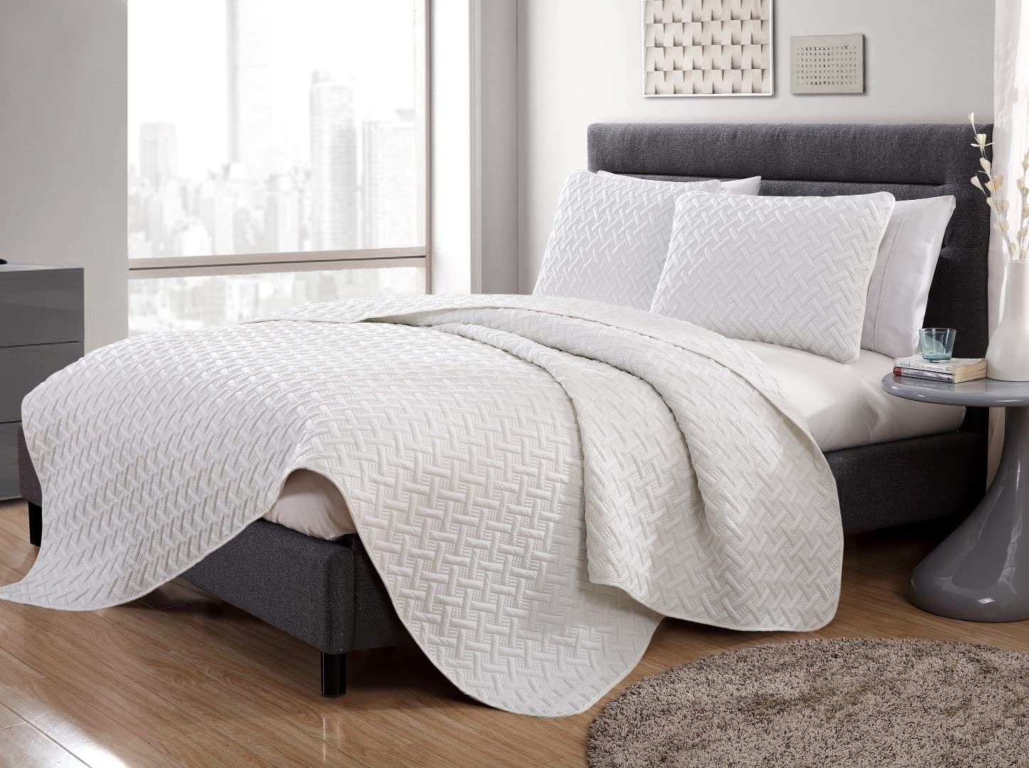 VCNY Home Nina Collection Quilt Set - Ultra-Soft Reversible Coverlet Bedding - Lightweight, Cool, and Breathable Bedspread, Machine Washable, Twin, White