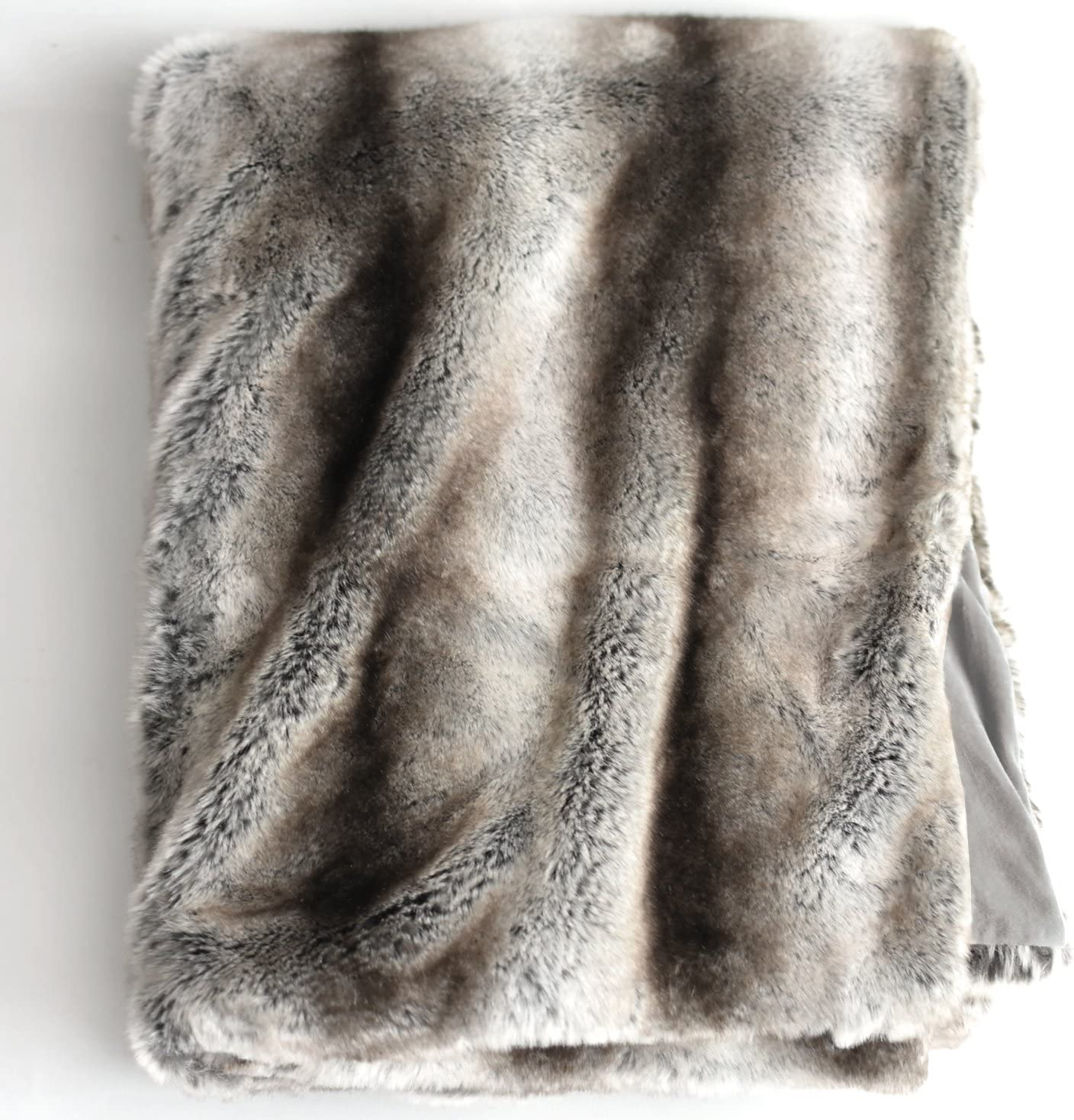 Amazon Com Luxury Faux Fur Oversized Throw Blanket With Plush Velvet Reverse Fox Lynx Or Gray Mink Gray Chinchilla Home Kitchen