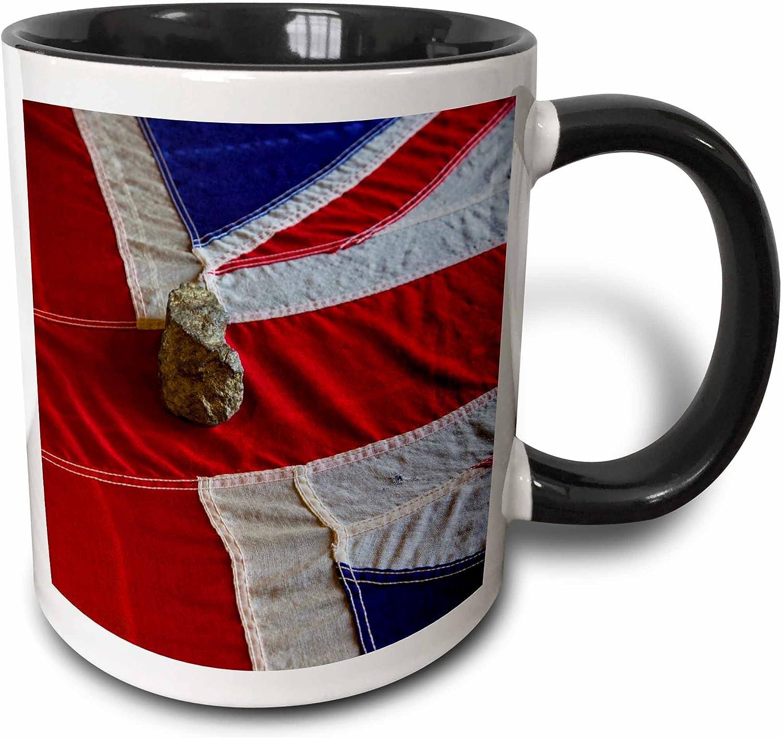 3dRose 157811/_4 Union Jack UK Flag on pole Mug 11 oz Black