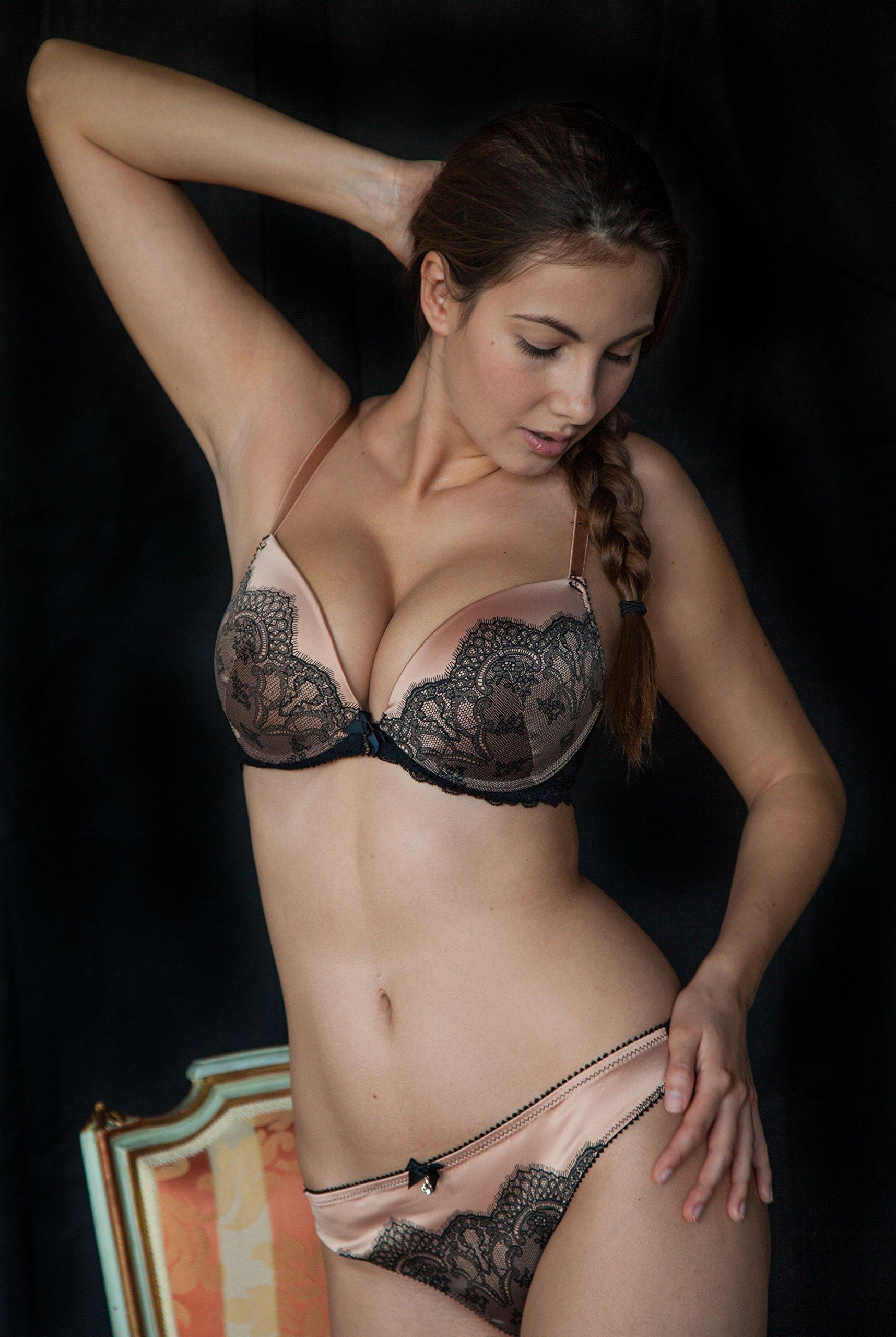 Hot Sexy Horny Lesbian
