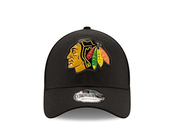 52c3738afef Amazon.com   NHL Chicago Blackhawks Adult Bevel Team 9FORTY Adjustable Cap