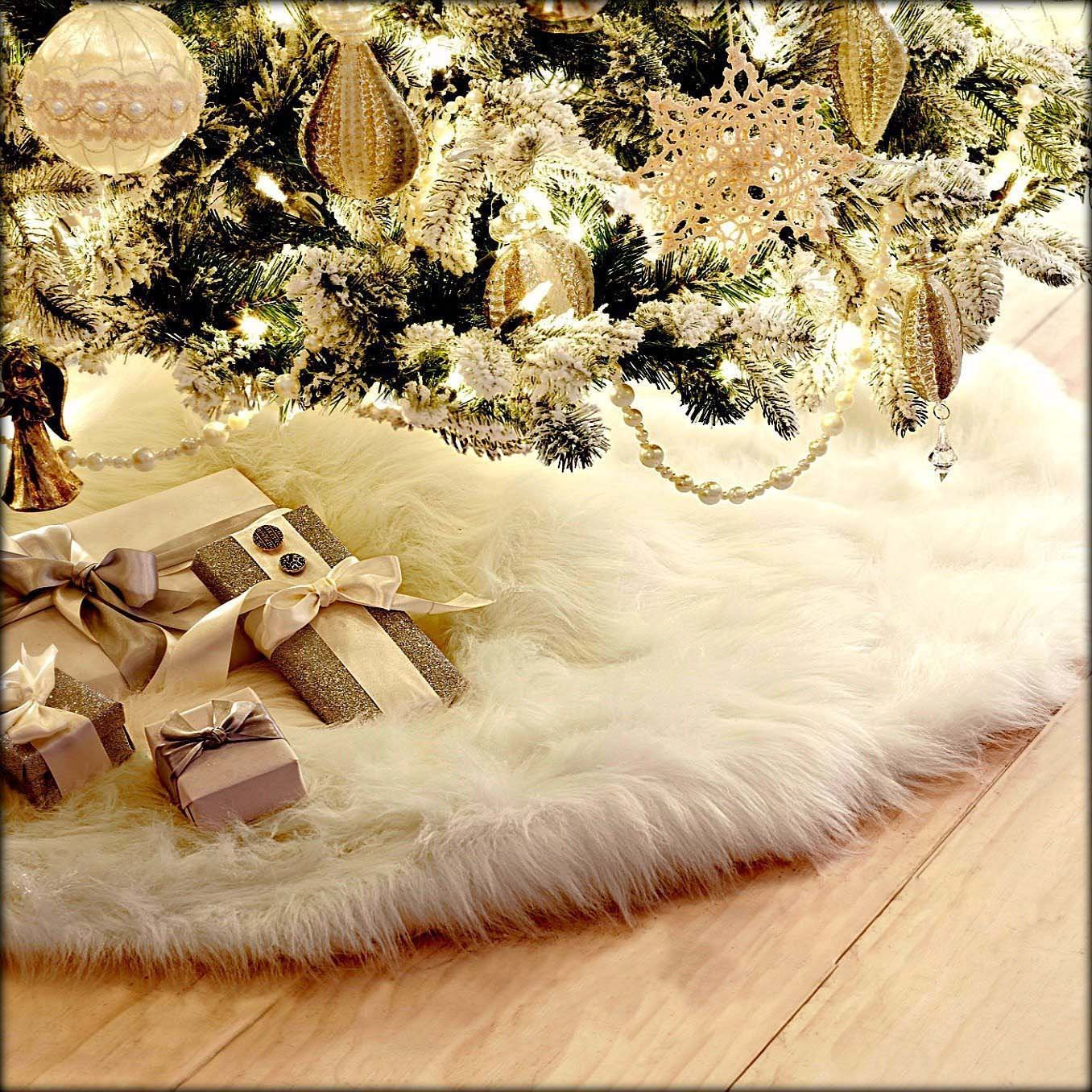 Guwheat 30.7 Inches Christmas Tree Skirts White Luxury Faux Fur Tree Ornaments Plush XmasTree Skirt for Christmas Decoration New Year Party (30.7 Inch Dia.)