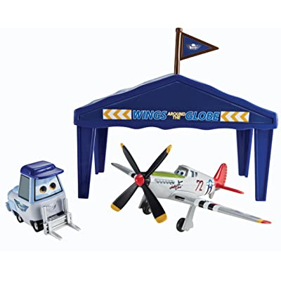 Disney Planes Pit Row Gift Pack Judge Davis: Toys & Games