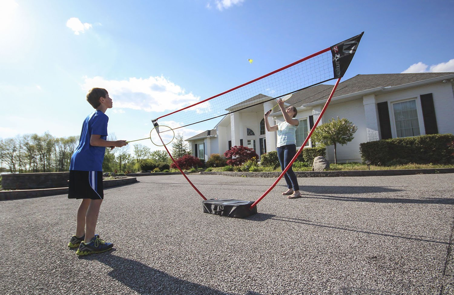 Zume Games Portable Badminton Set with Freestanding Base - Sets Up on Any Surface in Seconds - No Tools or Stakes Required (Renewed) by Zume (Image #7)