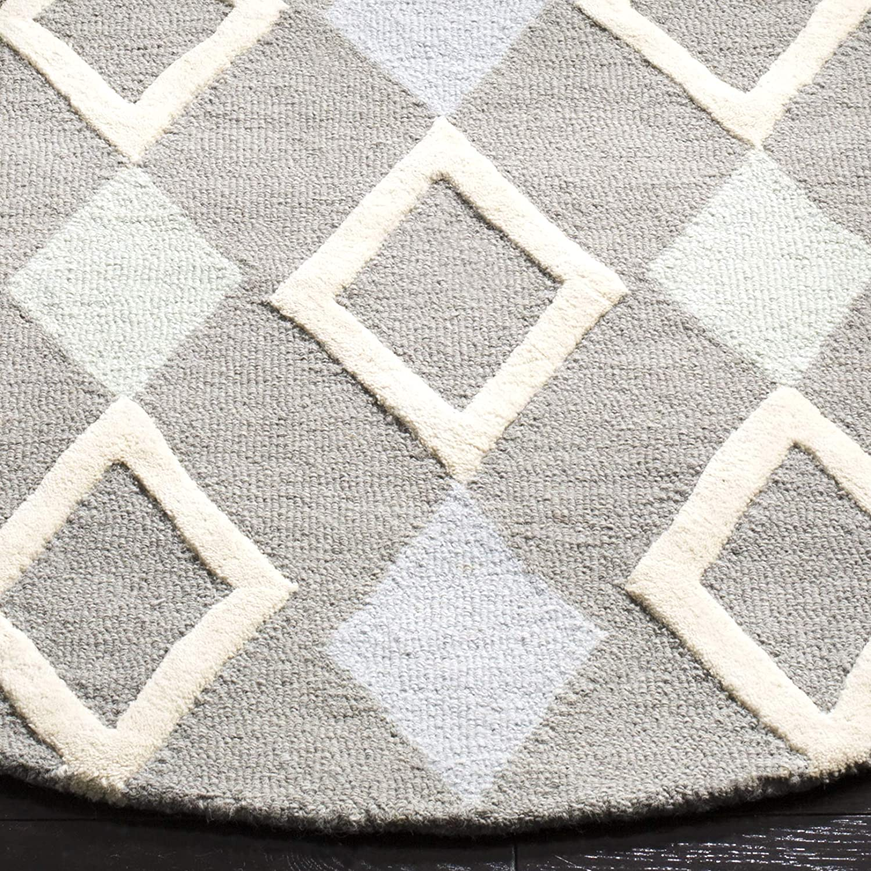 Safavieh Kids Collection SFK902B Handmade Grey Diamonds Wool Runner 26 x 8