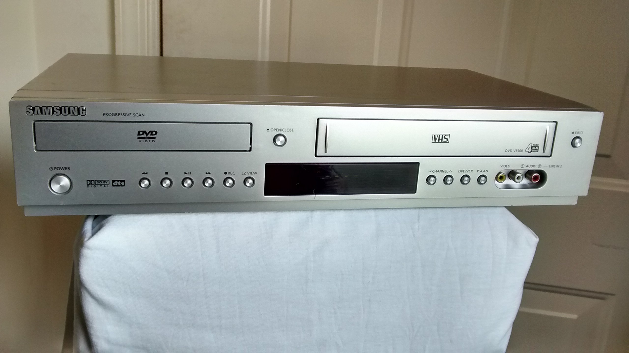 Samsung DVD-V5500 DVD/VCR Video Cassette Recorder Combo, VHS/DVD Dual Deck, 4-Head Hi-Fi Stereo VHS Player, Player w/ Dolby Digital, DTS Surround, Progressive Scan. Works Amazing!