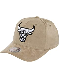 new product 7e80c 9382c Mitchell   Ness Chicago Bulls HWC NBA Suede INTL114 Curved Visor 110  Flexfit Snapback Cap One