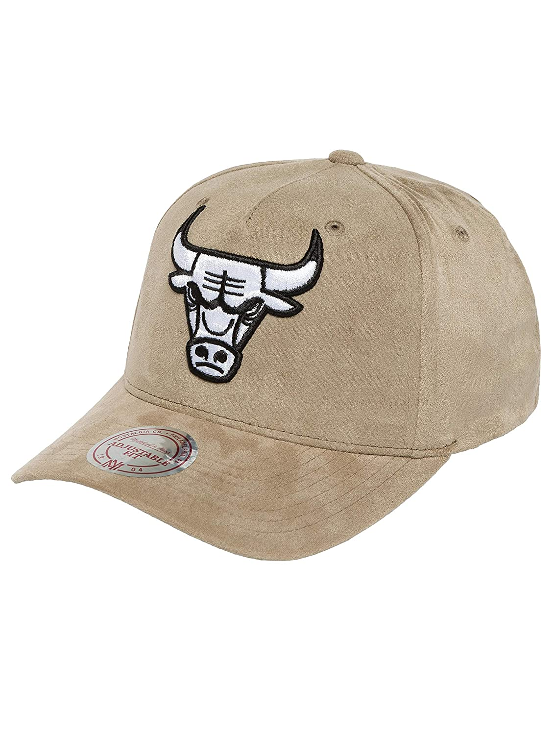 c997f55a181 Mitchell   Ness Men Caps Snapback Cap 110 Curved NBA Chicago Bulls Suede  Grey Adjustable  Amazon.co.uk  Clothing