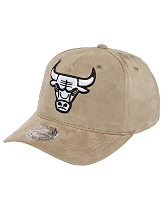 baca8829213 Mitchell   Ness Men Caps Snapback Cap 110 Curved NBA Chicago Bulls Suede  Grey Adjustable  Amazon.co.uk  Clothing