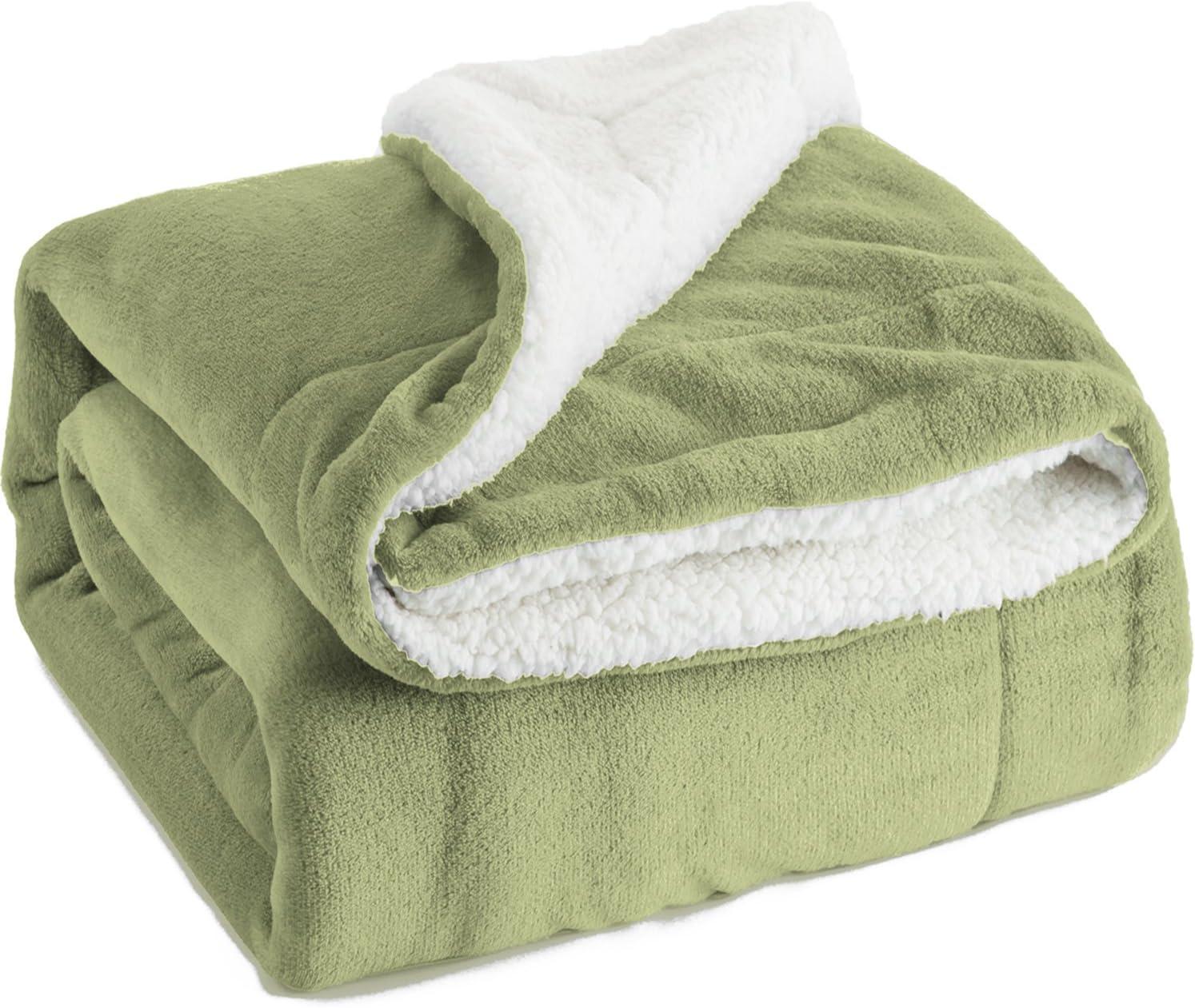 Bedsure Sherpa Fleece Blanket Twin Size Sage Green Plush Blanket Fuzzy Soft Blanket Microfiber