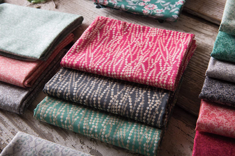 Connecting Threads Print Collection Precut Quilting Fabric Bundle Jardin de Nicolette - 5 Charm Squares