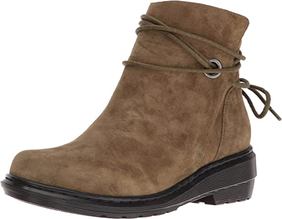 acquirente mucchio Duplicazione  Amazon.com | Dr. Martens Women's Shelby Chukka Boot | Mid-Calf