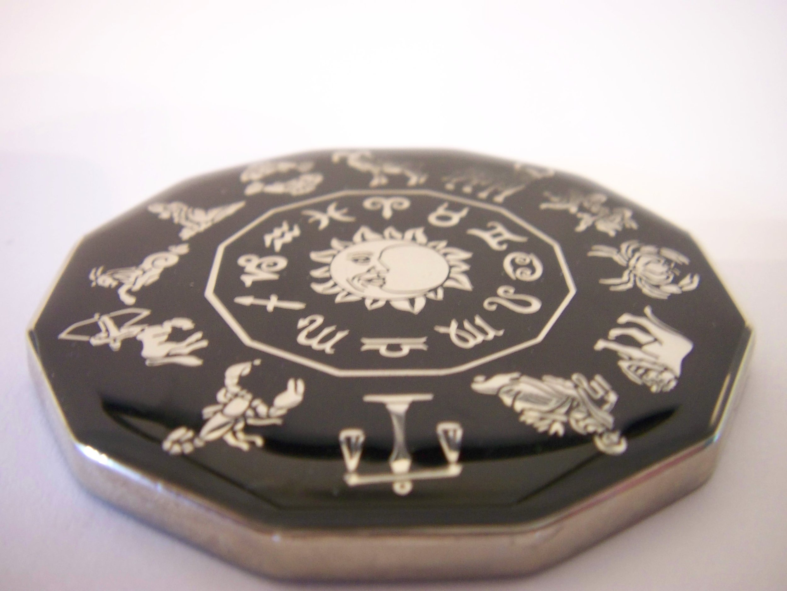 Black Scorpio Commerative Poker Guard Coin Large & Heavy