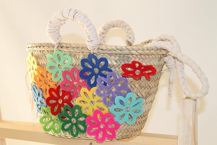 Capazo mediano con flores de colores.