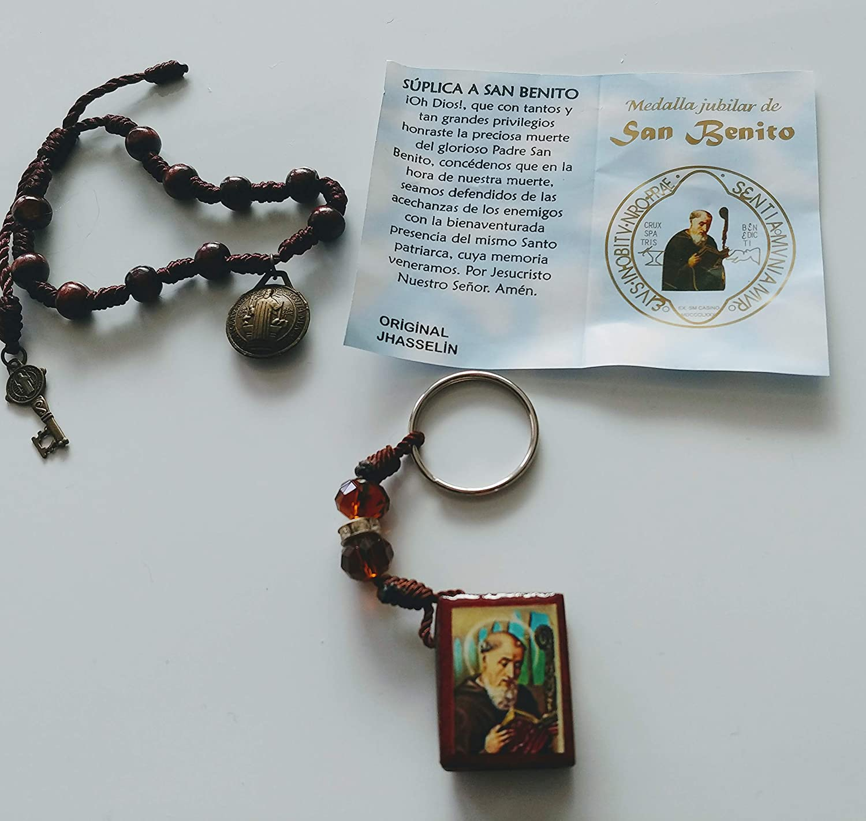 a46380b0f1a Amazon.com  Party Supplies Pulcera de San Benito y Llavero.Key Chain ...