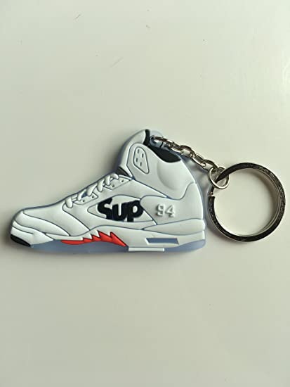 59bdadcb90e2 Amazon.com   Jordan Retro 5 X Supreme White Sneaker Keychain Shoes Keyring  AJ 23 OG   Sports   Outdoors