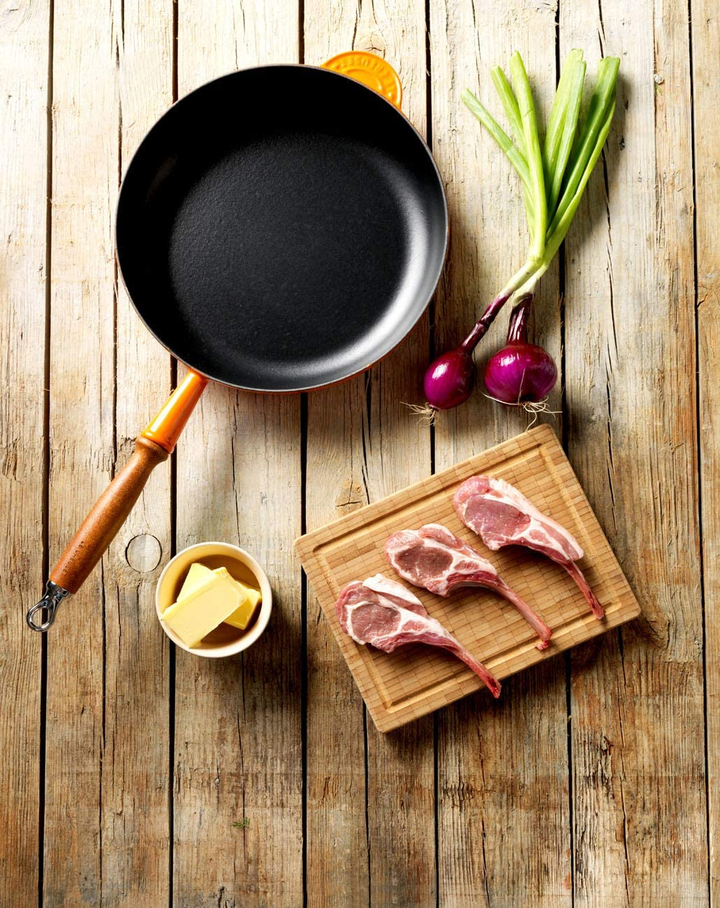 Le Creuset Signature Cast Iron Saut/é Pan With Large Frying Area and Cool-Touch Wooden Handle 28 cm Satin Black For All Hob Types 200592800