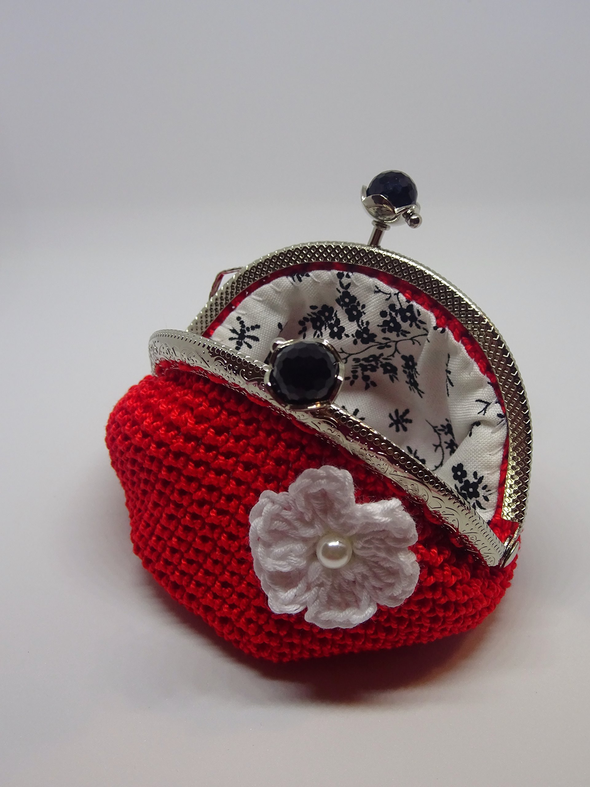 Crochet coin purse lined with fabric and little flower applique - 8,5 cm (3.35'')