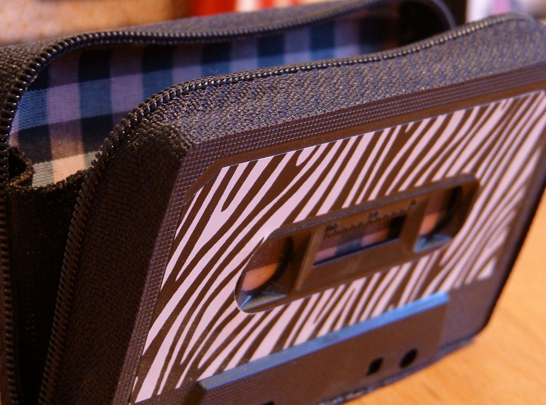 Monedero handmade hecho con cinta de cassette modelo zebra ...