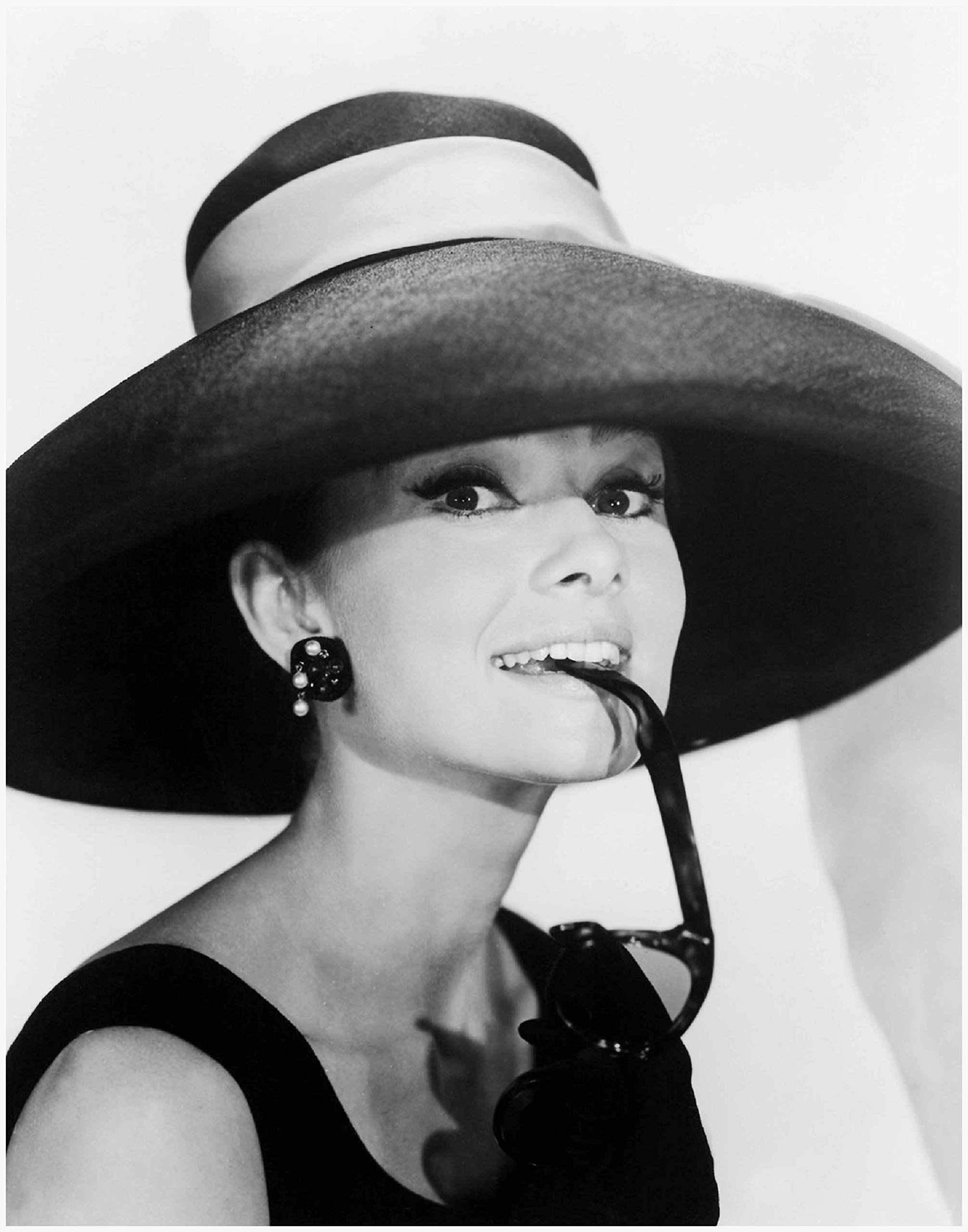 Photo Art Print by ArtDash ~ The Actress AUDREY HEPBURN ~ Black and White Photograph (8''×10'' print)
