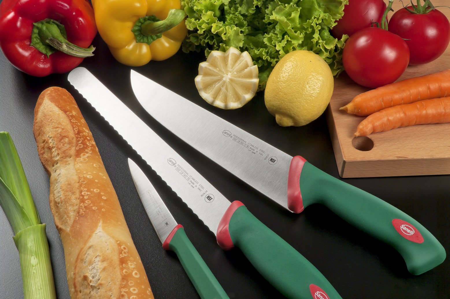"""Sanelli Premana Professional Bread Knife, 24cm/9.44"""", Green 2 The exclusive ergonomic handle design is the result of special studies carried out at qualified University Institutes to ensure the best balance and grip The handle is perfectly balanced with the blade; Semi-rigid serrated knife, for slicing bread, cakes, pizza The material used is non-toxic and complies with the European rules; Made in Italy"""