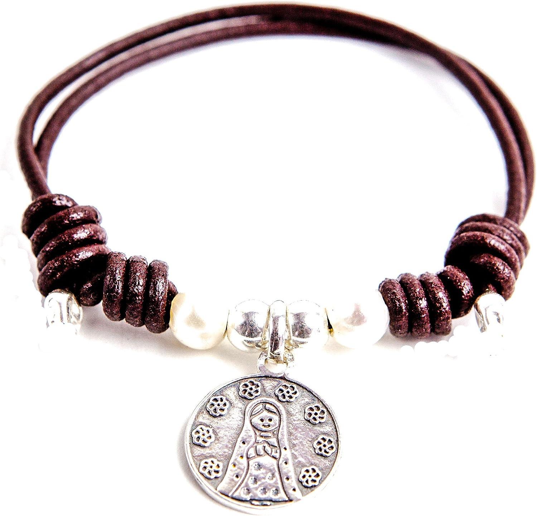 Kokomorocco Pulsera comunión Medalla Virgen niña de Plata de Ley con Perlas y Cuero Color marrón, Regalo de un Cuento con la Leyenda de la Virgen niña Regalos Originales