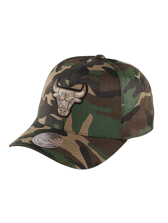 68ef4b109ad Mitchell   Ness Men Caps Snapback Cap NBA Woodland Camo and Suede Chicago  Bulls Camouflage Adjustable  Amazon.co.uk  Clothing