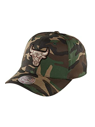 check out 774d2 ea9ff Mitchell   Ness Men Caps Snapback Cap NBA Woodland Camo and Suede Chicago  Bulls Camouflage