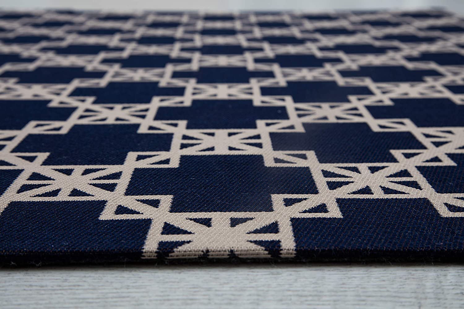 Traditional Black Medallion 1//4 Thick Altamira For Low Pile Carpets /& Hard Surfaces Anji Mountain Chair Mat Rugd Collection