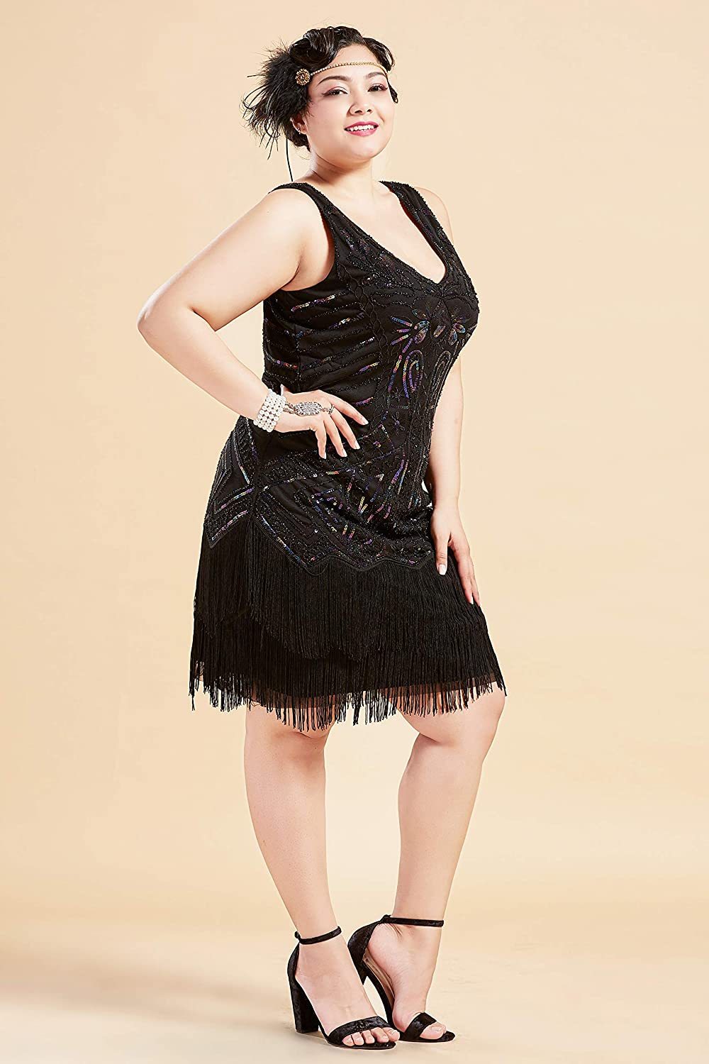 1920s Plus Size Flapper Dresses, Gatsby Dresses, Flapper Costumes BABEYOND Womens Plus Size Flapper Dresses 1920s V Neck Beaded Fringed Great Gatsby Dress $40.99 AT vintagedancer.com