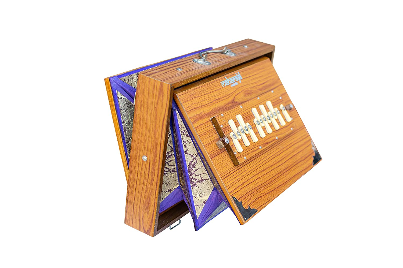 Shruti Box, Maharaja Musicals, Large, Natural Color, 16x12x3 Inches, 13 Notes, Surpeti, Sur Peti, Long Sustain, Professional Quality Shruthi Box, With Bag (PDI-FEG)