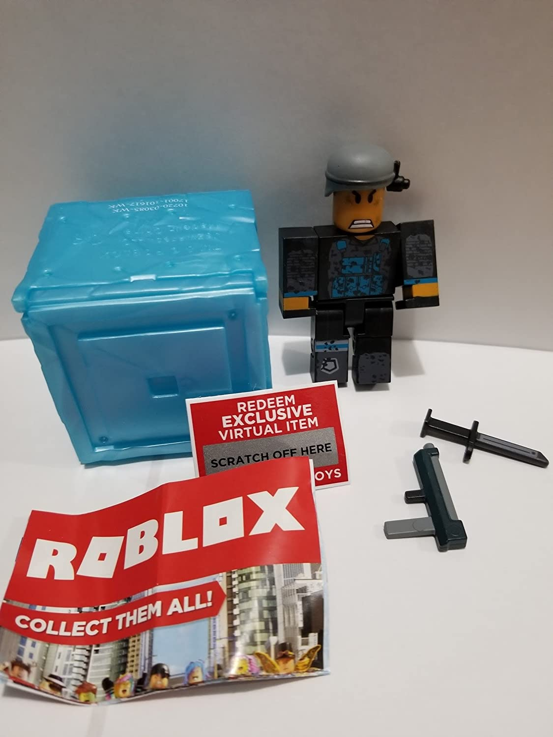Amazon Com Roblox Series 3 Phantom Forces Phantom Action Figure